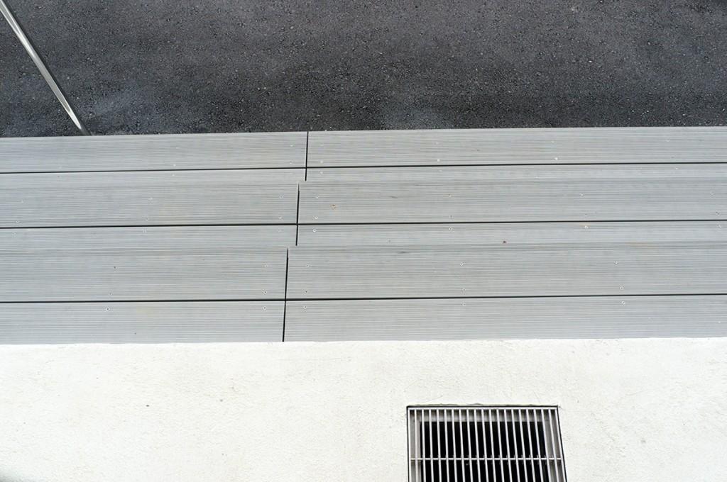 stairs2_hanejinoeki