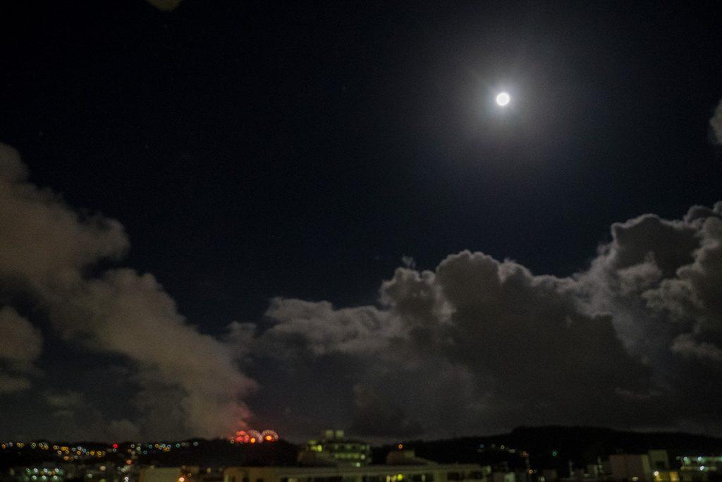 161016_13fireworks_moon