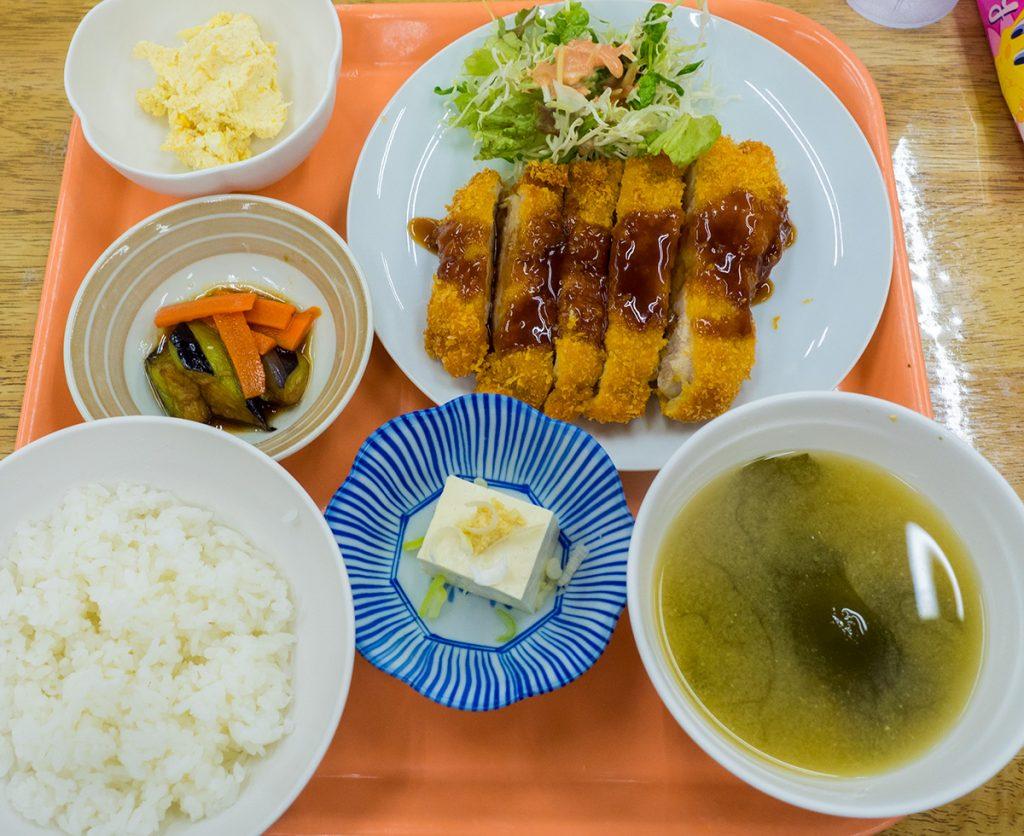 lunch_chikenkatsu2_170517nakazaya